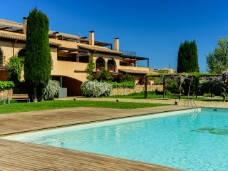 Costabravaforrent T4, 2 bedroom apart, shared pool
