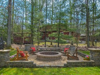 Lake access home with great outdoor living space & tasteful decor!