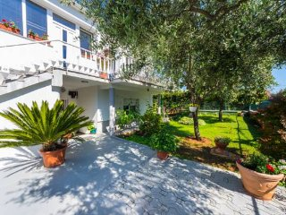 Villa Odesa - Two Bedroom Villa with Terrace and Garden View