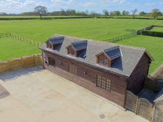 The Cotswold Manor Byre with Private Hot Tub & Games Barn