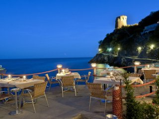 AMALFI COAST - A ROMANTIC NEAST ON THE SEA: LA PRAIA