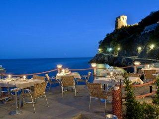 AMALFI COAST - A ROMANTIC NEAST ON THE SEA: LA PRAIA, Praiano