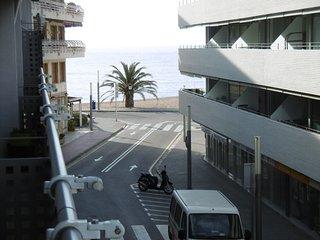 Apartamento en segunda linea de playa con aire acond. parking y terraza