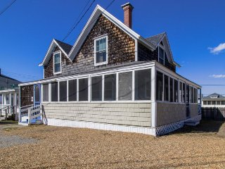 Classic home w/ screened porch & ocean views - walk to the beach & pier!