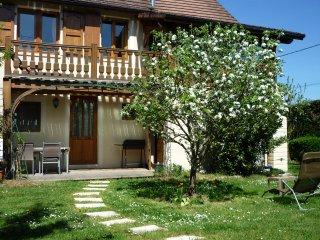 Gite des Cedres - Ameugny Taize (Ferienwohnung Ferienhaus Holiday cottage house)