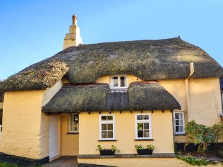 Picturesque 17th century thatched cottage