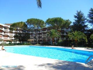 Studio 'Les Collines Fleuries' avec piscine, proche de Cannes et des plages