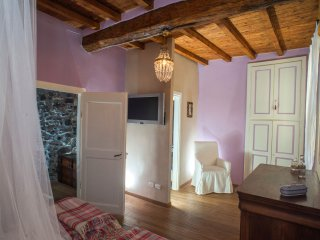 Sant'Agata: antica casa completamente ristrutturata in vecchio borgo sul lago