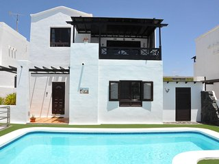 5 min Walk to Beach, Luxury Detached Villa in Premier Location, Sky TV & Wi-Fi