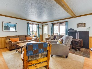 Spacious, dog-friendly lodge with a private sauna - close to 3 ski resorts!