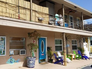 2 Bedroom Beach Apartment, Beach Block, Pets OK, Designer Kitchen