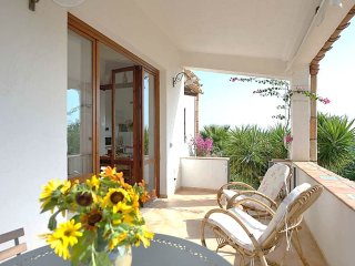 Country cozy apartment with veranda: relax at 6mins from beach