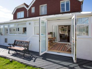 Red Door:  Family holiday home only 20metres from the beach, West Wittering