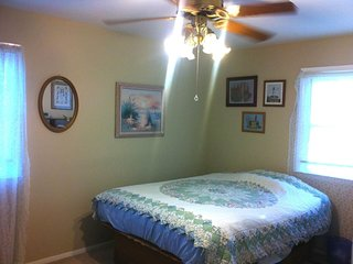 Queen bed, Travel Nurses welcome., Pfafftown
