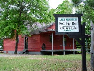 Red Fox Den (sleeps 4) No Pets