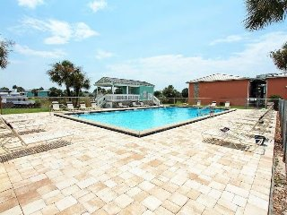 Centrally located 2nd Floor 2/1 mins to the Beach and attractions