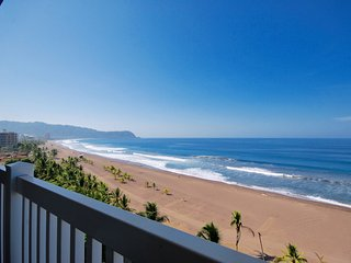 Stunning Oceanfront Penthouse, Spectacular Views, with Crocs Resort Amentities