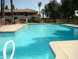 Palm Springs quiet upper 1 bdrm condo pool view