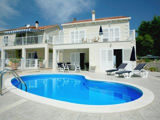 Villa in Brac with pool & seaview