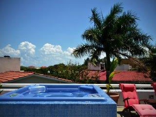 HERMOSO depa terraza y jacuzzi frente golf cerca de la playa