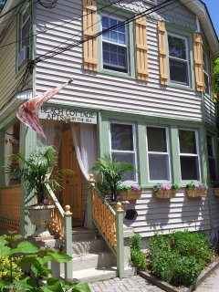 Historic 2 Unit Family Beach House by the sea  ( 3 bedrooms)