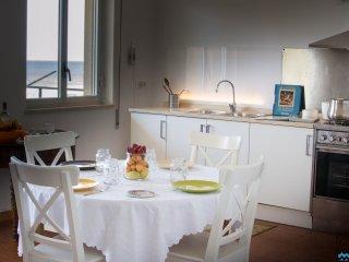 Casa Vacanze La Dolce Vista | Appartamento vista mare a 300 m dalla spiaggia
