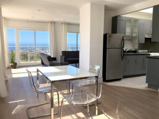 1BR: Modern Design, Gorgeous Pacific View (02)