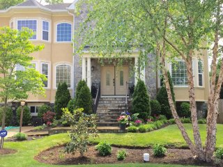 LUXERY 7000 SQ  8 BEDROOM HOME MINUTES FROM WASHINGTON D.C ., Annandale