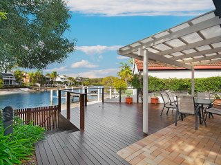 Noosa Family Oasis 44 | COSTAL LIVING | PRIVATE POOL | by Getastay