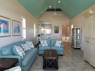 Sun Goddess 3BR/3BA Newly renovated Beachfront home near the Lighthouse, Isla de St. George