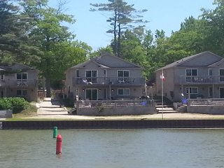 Wasaga Beach Villa Chalet, Cottage