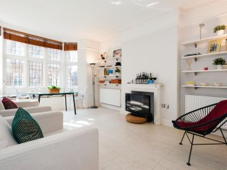 Drayton Gardens Residence apartment in Kensington & Chelsea with WiFi & lift.