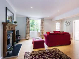 Spacious Martins Road Mansion apartment in Lambeth with WiFi.