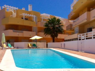 Paraiso PENTHOUSE, private sun soaked roof terrace. WiFi included