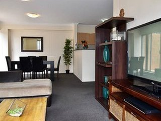 Marvelous 2 Bedrooms Apt in Pyrmont. Free Parking (83)