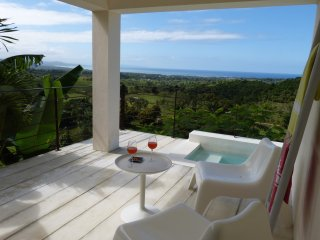Suite with minipool for 2, magical sunsets and A/C. Ideal for lovers !