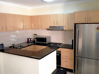 Gorgeous 3 Bedrooms Apt in Pyrmont. Free Parking (81)