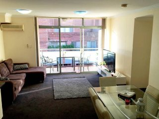 Gorgeous 3 Bedrooms Apt in Pyrmont. Free Parking (81), Sydney