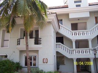 Zen Gardens 2 Bedroom 1 Bathroom Apartment, large roof terrace overlooking pool