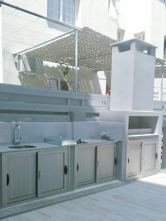 Outdoor kitchenette & barbacue area