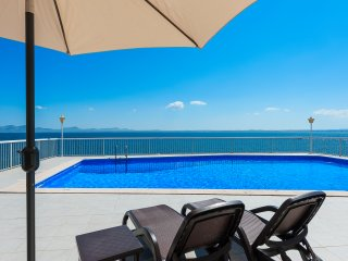 SPECTACULAR VILLA ON THE SEA FRONT ( 25% discount on April & May )