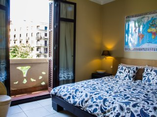 Charming, cozy & big apartment in the center !!!, Barcelona