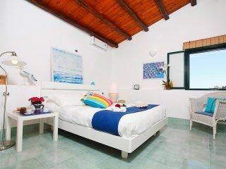 Rosa dei Venti Appartamenti - C/mare del Golfo - Villetta vista mare per 2-4 pax