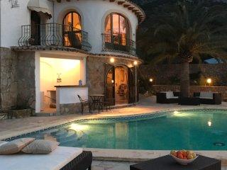 EXTRA- Villa-2 piscines- Tennis- sauna- Parfaite pour grande famille X 11 pers.