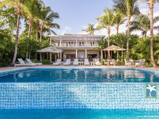 Spacious Ocean View Plantation-style Villa, Full Staff incl. Cook, Private Pool,
