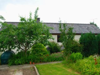 "Efail Uchaf - ""A traditional and welcoming cottage"""