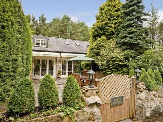"Garden Cottage - ""A gorgeous cottage not far from the coast!"""