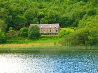 "Ty Newydd - ""A Luxurious lakeside retreat!"""