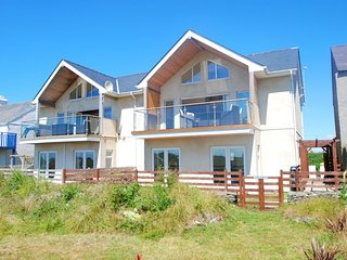 "Celyn Y Mor - ""A contemporary, modern house just a stroll from the beach!"""