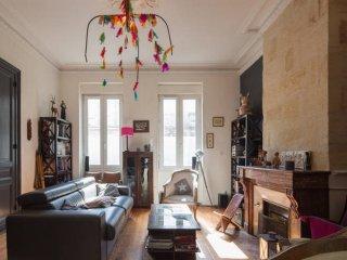 Ravissante maison bordelaise 12 personnes - chaleureuse et spacieuse - jardin, Bordeaux